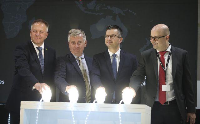 Odprtje nove tovarne Magna Steyr v Hočah. FOTO: Jože Suhadolnik/Delo