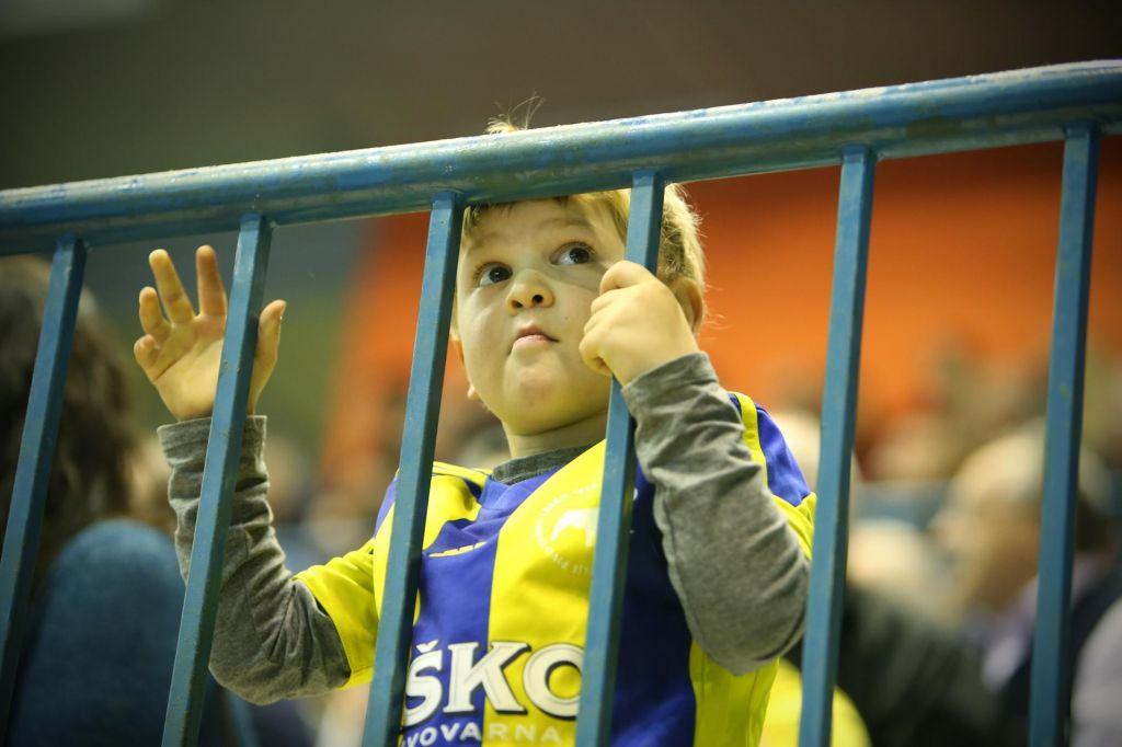 FOTO:EHF preiskuje navijaški izpad v Barceloni