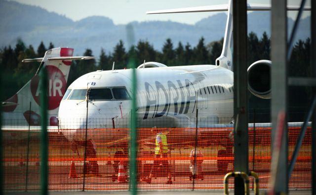 Pri Adrii Airways napovedujejo zamude še za nekaj popoldanskih letov. FOTO: Jure Eržen