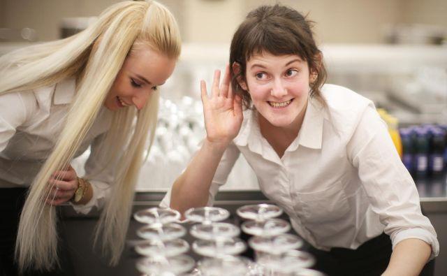 Zaposleni, ki se na delovnem mestu dobro počuti, dela bolje, ustvari denimo za 37 odstotkov več prodaje. FOTO: Jure Eržen