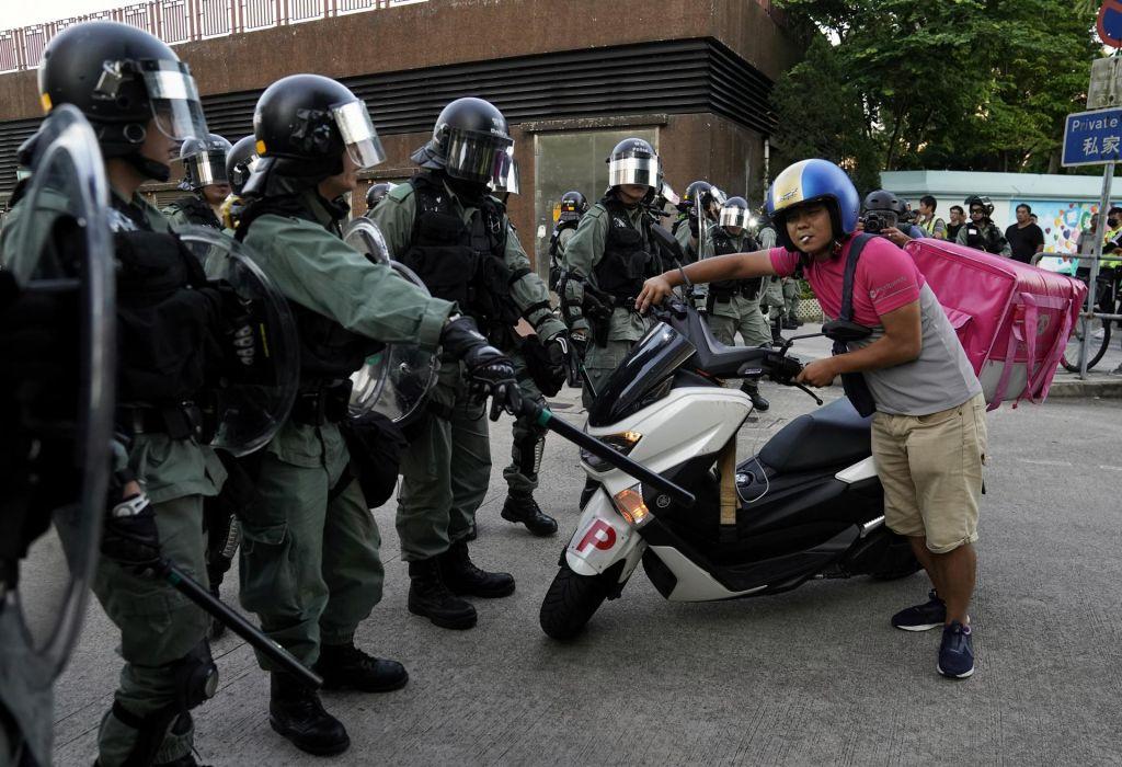 Policija je zaradi napovedanih protestov okrepila varnost v mestu