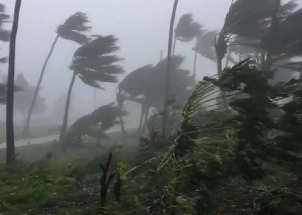 Na Japonskem zaradi tajfuna odpovedali več sto letov