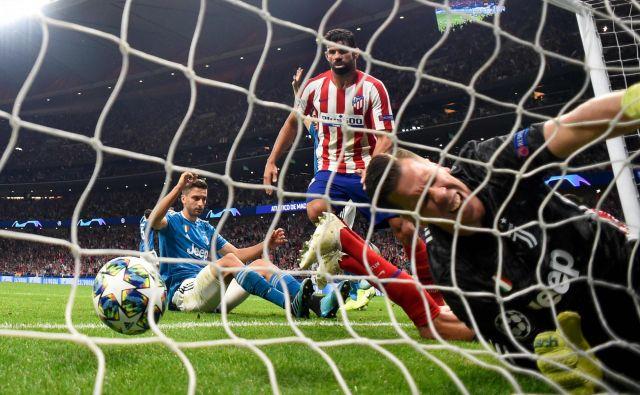 Atletico je na domačem igrišču z junaškim povratkom izničil veliko prednost Juventusa v prvem kolu lige prvakov. Napeta tekma, polna preobratov, se je končala z rezultatom 2:2. FOTO: Pierre-philippe Marcou/AFP