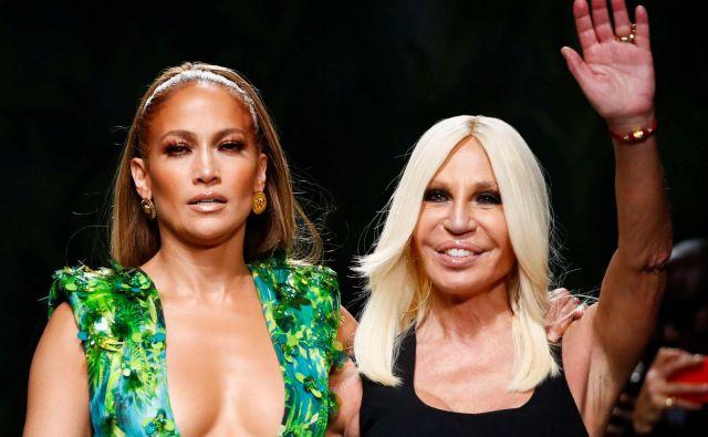 Jennifer Lopez in Donatella Versace. FOTO: Alessandro Garofalo, Reuters