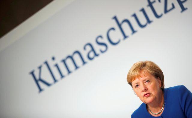 Nemška okoljska združenja očitajo kanclerki Angeli Merkel, da je ignorirala napotke znanstvenikov. Foto: Reuters