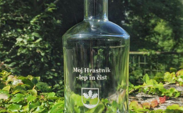 Kar 3800 steklenic diabolo iz Steklarne Hrastnik bodo razdelili med Hrastničane kot uvod v družbo z manj odpadki. FOTO: Arhiv občine Hrastnik