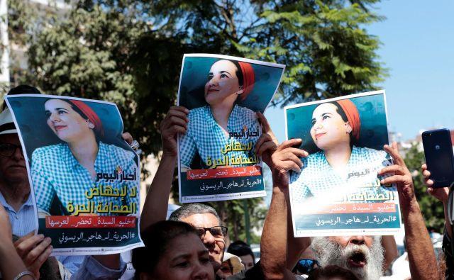 Aktivisti se postavljajo v bran maroške novinarke Adžar Rajsuni. Foto: Reuters