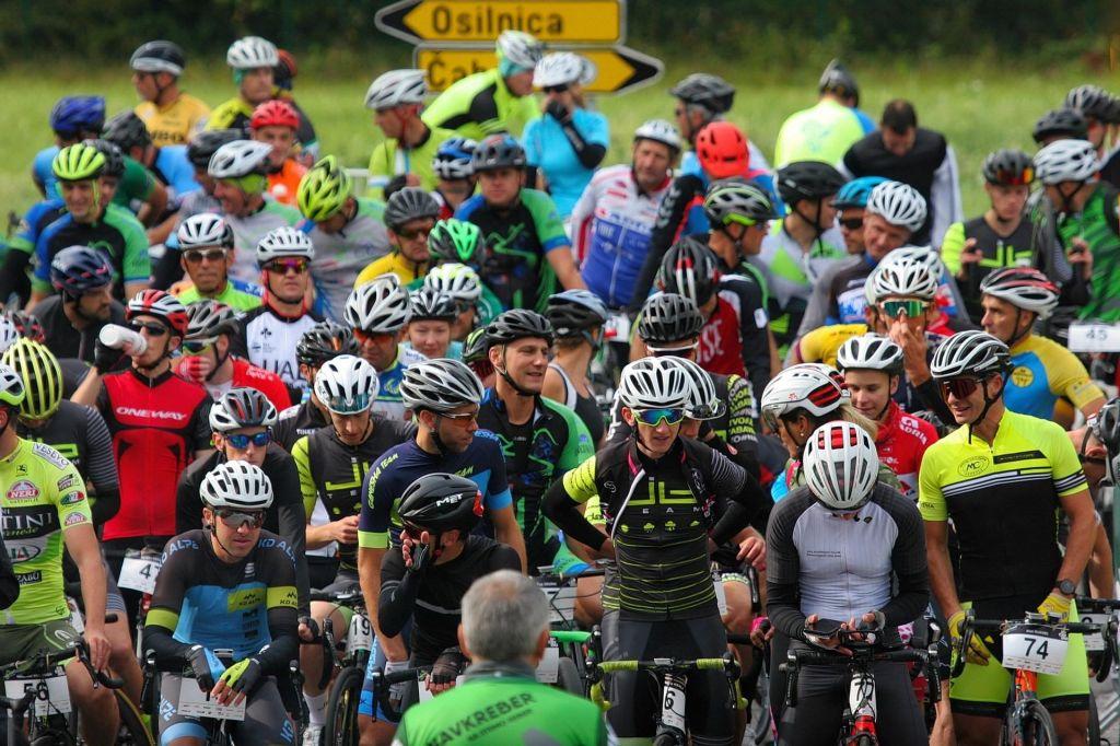 FOTO:Navkreber na Strmo Reber privabila 128 drznih kolesarjev
