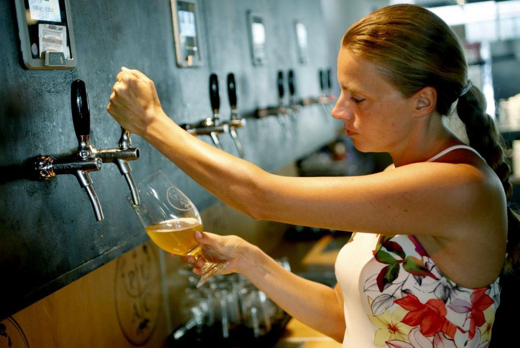 FOTO:Natoči si pivo sam!