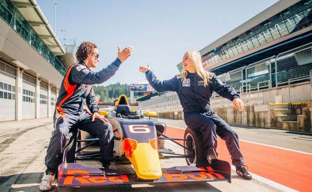 Sesti v dirkalni avtomobil in ga popeljati po svetovno znanem dirkališču, so bile sanje, ki so se zdele neuresničljive, do sedaj. Foto Red Bull