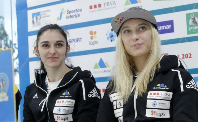 Janja Garnbret (desno) in Mia Krampl se bosta po svetovnem prvenstvu, na katerem je Korošica osvojila tri naslove, Gorenjka pa srebro v težavnosti, konec tedna skupaj s sotekmovalci predstavili v Kranju. FOTO: Mavric Pivk/Delo