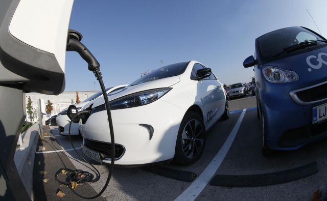 Po slovenskih cestah se bo ob koncu leta vozilo okoli 2 tisoč električnih baterijskih avtomobilov.<br /> Foto Blaž Samec