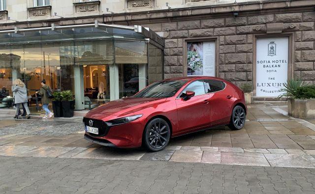 Mazda3 je še zelo nov Mazdin tekmec v nižjem srednjem razredu. Zdaj je na voljo tudi z drugačnim bencinskim motorjem.<br /> Foto Blaž Kondža