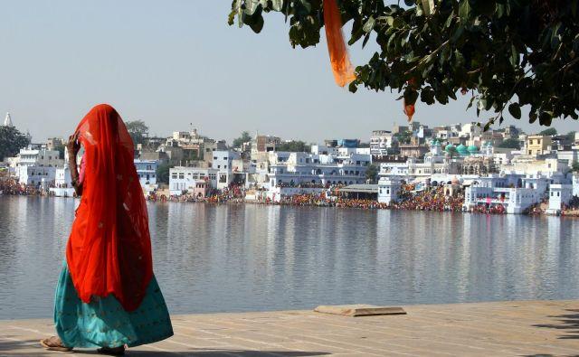 V Puškar radi romajo sikhi ali hindujci in se v svetem jezeru očistijo svojih grehov. FOTO: Shutterstock