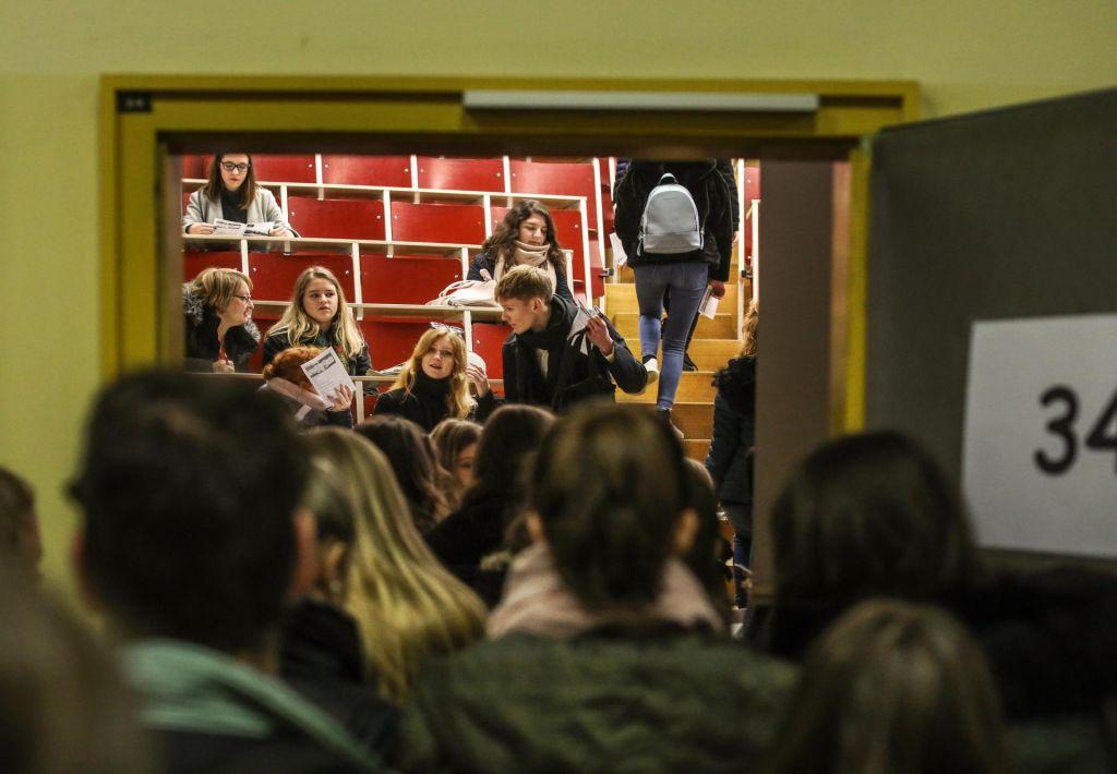 FOTO:Študentski baroni bodo padli po plačni lestvici