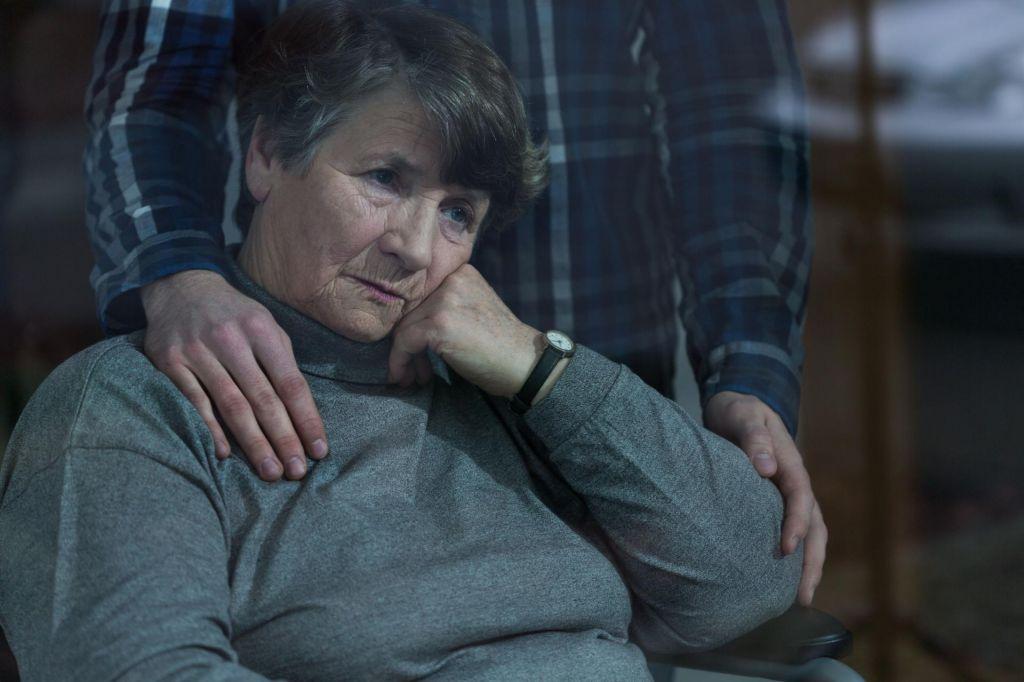 Kako naj pomagam dementni mami?