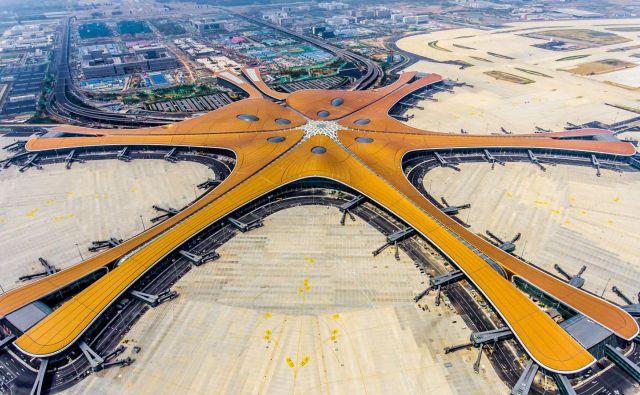 Končevanje gradnje letališča Daxing junija letos. FOTO: Str/AFP