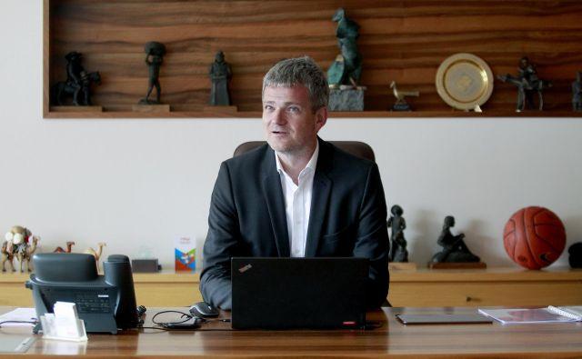 »Menedžerje potrebujemo na nižjih ravneh, vodje pa poslušamo,« pravi Tomaž Berločnik, predsednik uprave Petrola. Foto Roman Šipić