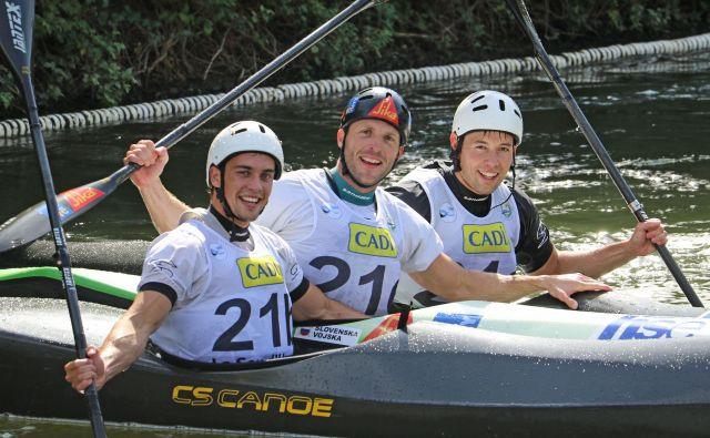 Pred jutrišnjim posamičnimi boji je slovenska ekipa na svetovnem prvenstvu v kajaku in kanuju na divjih vodah v spustaškem sprintu osvojila prvo mesto. FOTO: Nina Jelenc