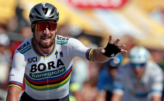 Mavrično majico, ki jo svetovnim prvakom oblačijo od leta 1927, bo četrtič poskušal osvojiti edini »roker« med cestnimi kolesarji Peter Sagan. FOTO: Reuters