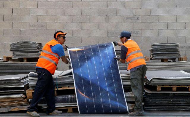 V Evropi se predelava odpadnih solarnih panelov že uveljavlja. FOTO: Reuters