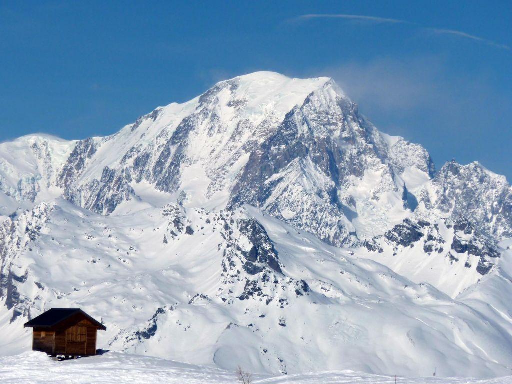 FOTO:Ledenik na Mont Blancu grozi, da bo zgrmel v dolino