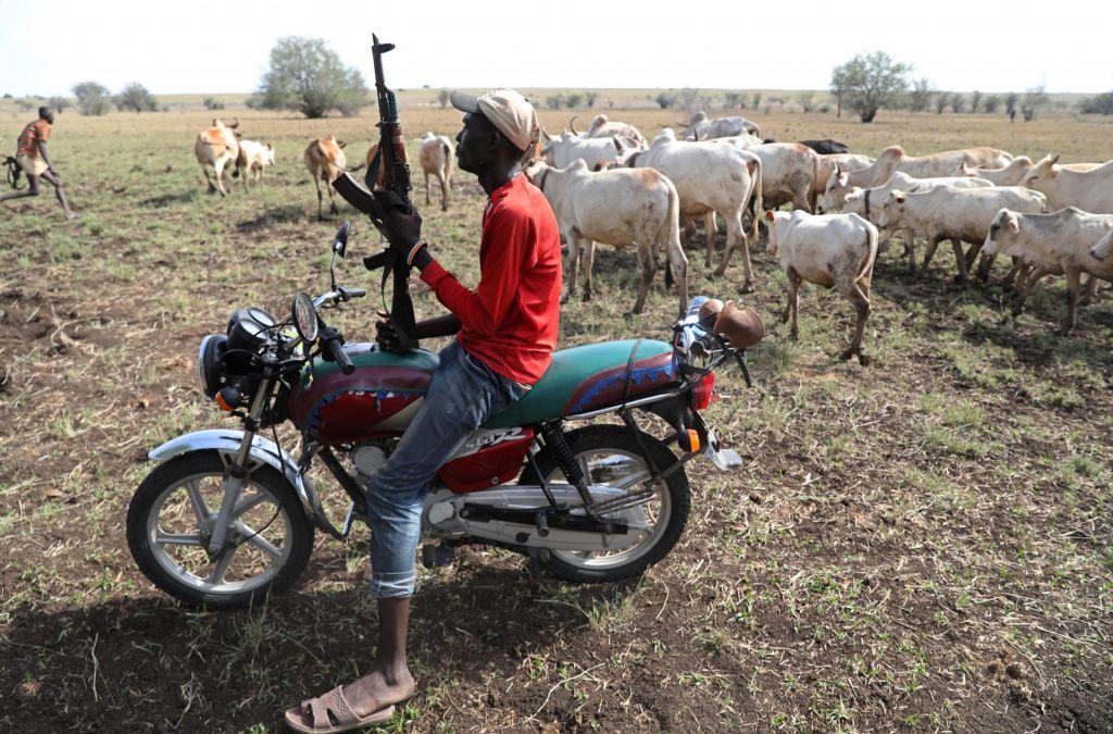 FOTO:Nomadi se spopadajo za živino na severu Kenije