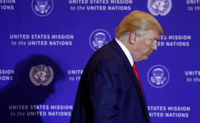 Predstavniški dom kongresa je v sredo zvečer potrdil resolucijo s formalno obsodbo predsednika Donalda Trumpa. FOTO: Jonathan Ernst/Reuters