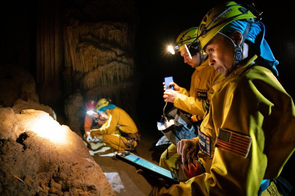 FOTO:Ne v vesolje, ampak v slovensko podzemlje