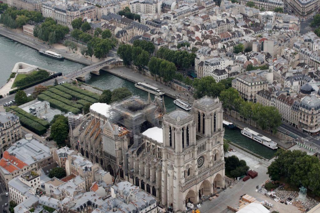 FOTO:Nevarna lepotica sredi Pariza