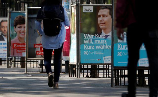 Politika s plakatov, predsednica socialdemokratov Pamela Rendi-Wagner in voditelj ljudske stranke Sebastian Kurz, ne moreta skriti, da si osebno nista čisto nič simpatična. FOTO: Reuters