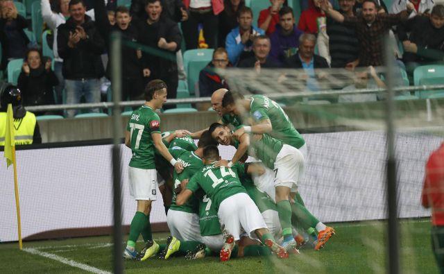 Veselje nogometašev Olimpije je trajalo do 93. minute, ko jih je pustil na cedilu vratar Nejc Vidmar. FOTO: Leon Vidic