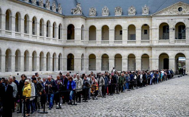 Tisoči Francozov so se čez vikend želeli posloviti od svojega nekdanjega predsednika.<br /> Foto Philippe Lopez Afp