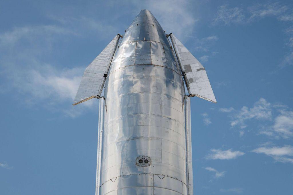 FOTO:Muskova svetleča raketa, s katero želi osvajati vesolje