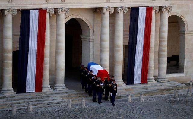 Posmrtni ostanki, kakor čutijo Francozi, »najboljšega predsednika Pete republike«,   <br /> Foto: REUTERS<br />