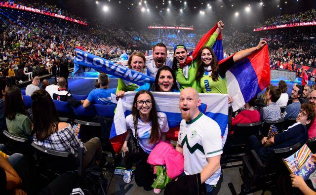 Evropski prvaki so postali – slovenski navijači, napolnili so tudi pariško dvorano. FOTO: CEV