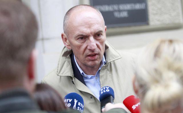 Minister za zdravje Aleš Šabeder po vložitvi predloga pričakuje burno razpravo in negativno kampanjo zavarovalnic. FOTO: Roman Šipić/Delo