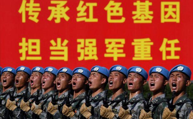 Sedemdeseta obletnica rojstva LR Kitajske bo po mnogočem podobna predhodnim, le da bo vse za eno številko večje – tudi število sodelujočih vojakov. FOTO: Reuters