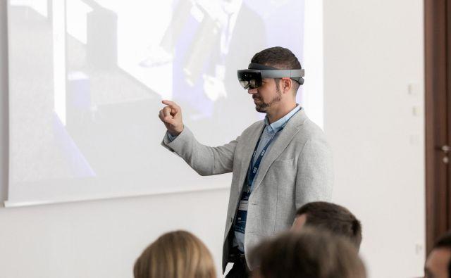 Uporaba očal AR bo znatno spremenila delo na področjih vzdrževanja in izobraževanja v proizvodnih podjetjih. FOTO: S&T