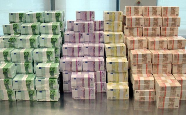 Konsolidrani bruto dolg države je ob polletju znašal že 31,8 milijarde evrov, ugotavljajo na Sursu. Foto Deutsche Bundesbank/Epa