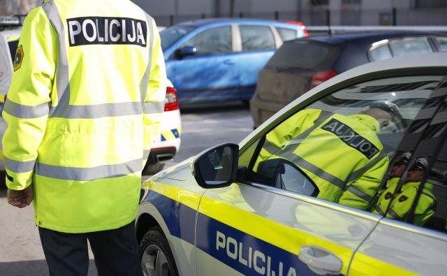 V postopku je sedem hišnih preiskav zasebnih in poslovnih prostorov na območju celjske in ljubljanske policijske uprave, v okviru katerih policisti iščejo dokaze zaradi suma storitve kaznivega dejanja goljufije na škodo Evropske unije. FOTO: Leon Vidic/Delo