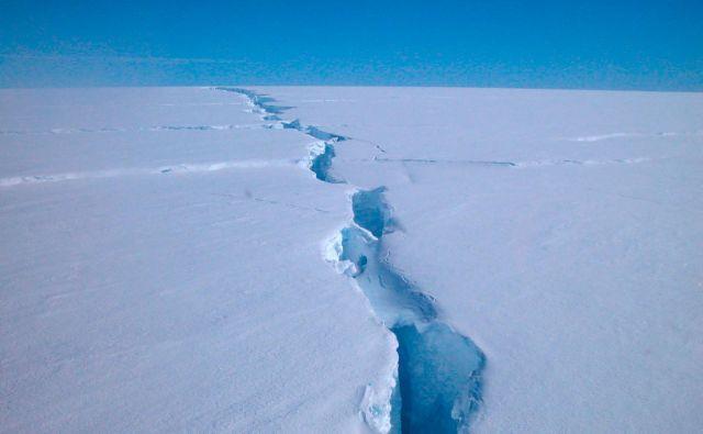 Znanstveniki so nastanek ledene gore na območju Amery pričakovali, čeprav se ni zgodil tam, kjer je bilo predvideno. FOTO: Richard Coleman/Australian Antarctic Division/AFP