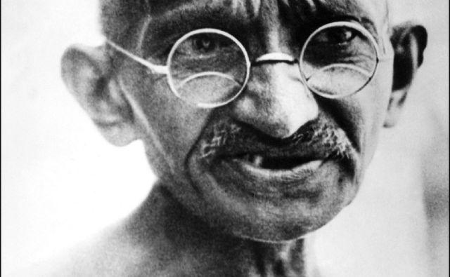 Od razuzdanega mladeniča do modreca, ki ga je vodila lastna filozofija samodiscipline, empatije in strpnosti. Na fotografiji Mahatma Gandhi julija 1931. FOTO: AFP