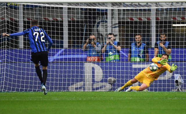 Josip Iličić je bil osmoljenec tekme v Milanu, saj je zastreljal enajstmetrovko v 16. minuti, za nameček je Atalanta izgubila po golu Šahtarovega Izraelca Manora Solomona v 95. minuti. FOTO: AFP