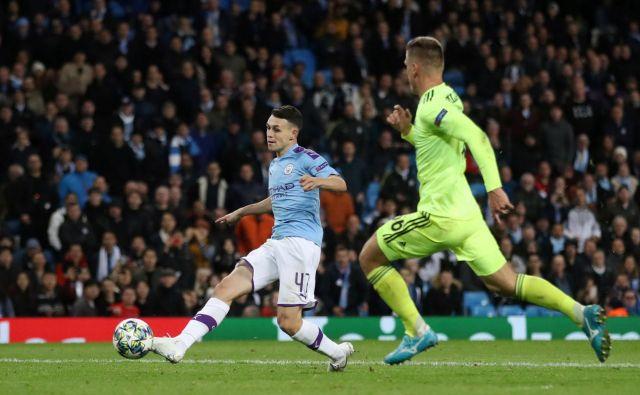 Phil Foden (levo) je veliki up angleškega nogometa in Manchester Cityja. FOTO: Reuters