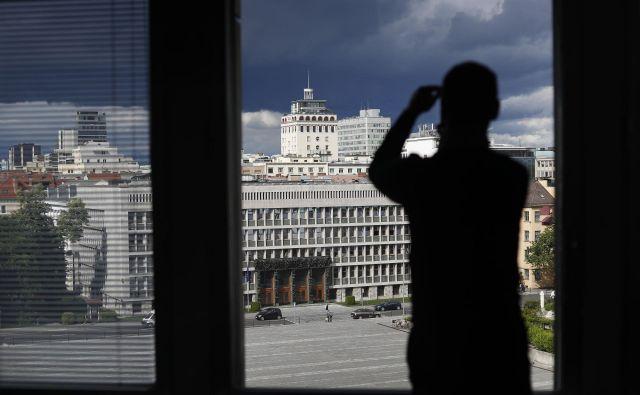 Danes je slovenska politika v državnem zboru izvoljenih predstavnikov ljudstva vse bolj in bolj v domeni anonimnežev. FOTO: Leon Vidic/Delo