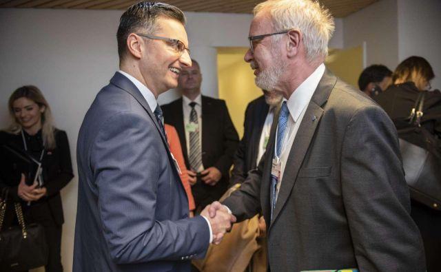 Predsednik vlade Marjan Šarec in predsednik Evropske investicijske banke (EIB) Werner Hoyer sta se srečala v Davosu. Bo znala Slovenija pritegniti del denarne pogače, ki je na mizi. Foto: STA