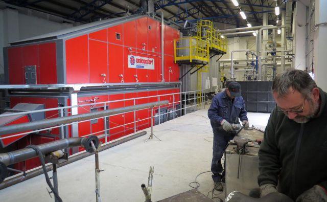 Tovarna v Gabrovki je z evropskim denarjem zgrajena brez potrebnih upravnih dovoljenj. FOTO: Bojan Rajšek/Delo