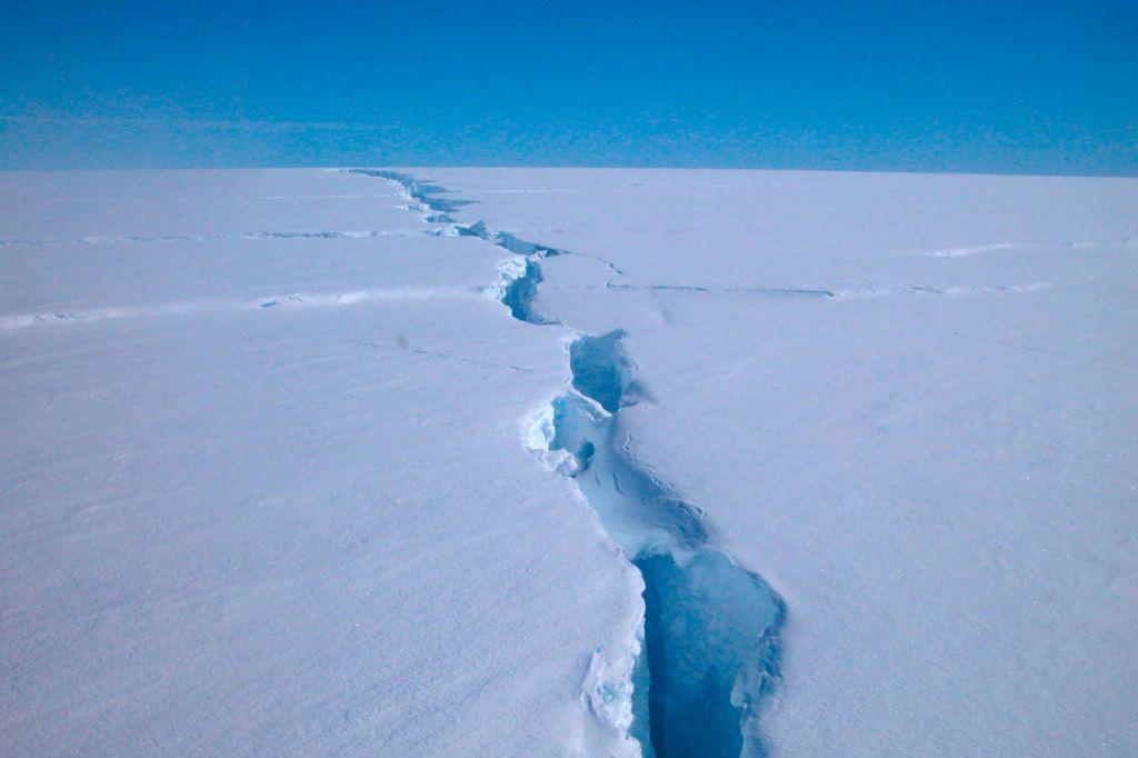 Z Antarktike se je odlomila ledena gora, težka 315 milijard ton