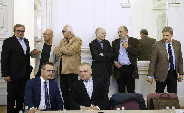Kdo od razpravljalcev je pravzaprav prostozidar in kdo zgolj povabljen gost, je ostalo nejasno, saj se je kot prostozidar deklariral le zdravnik in kirurg Marko Bitenc (skrajno levo). FOTO: Blaž Samec